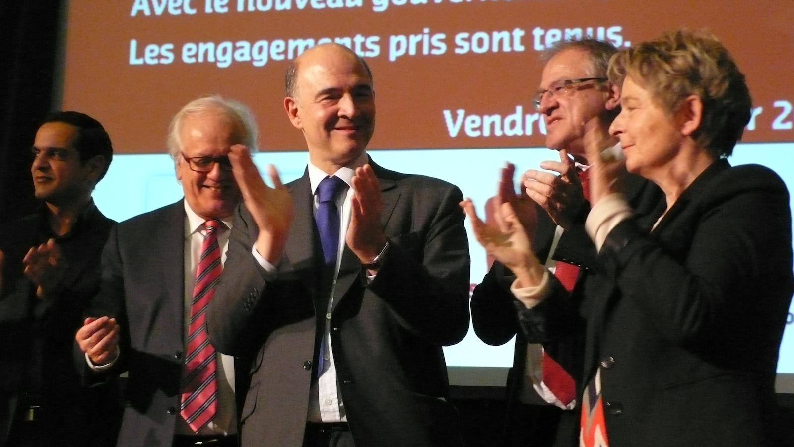Etienne Butzbach, Marie-Guite Dufay et Yves Akermann ont chauffé la salle avant l'intervention de Pierre Moscovici. Photos DB