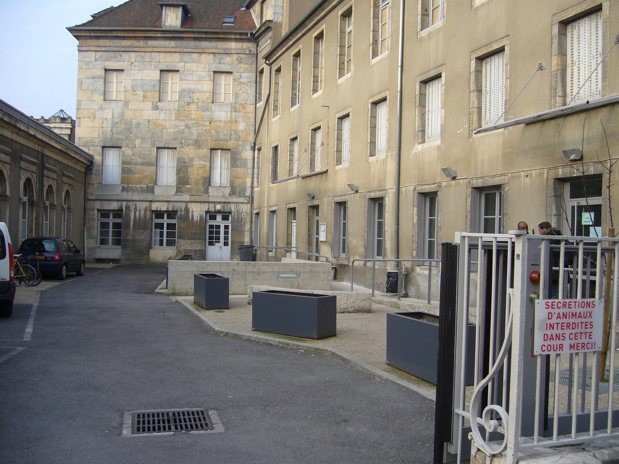 cour_accueil_de_jour_rue_champrond