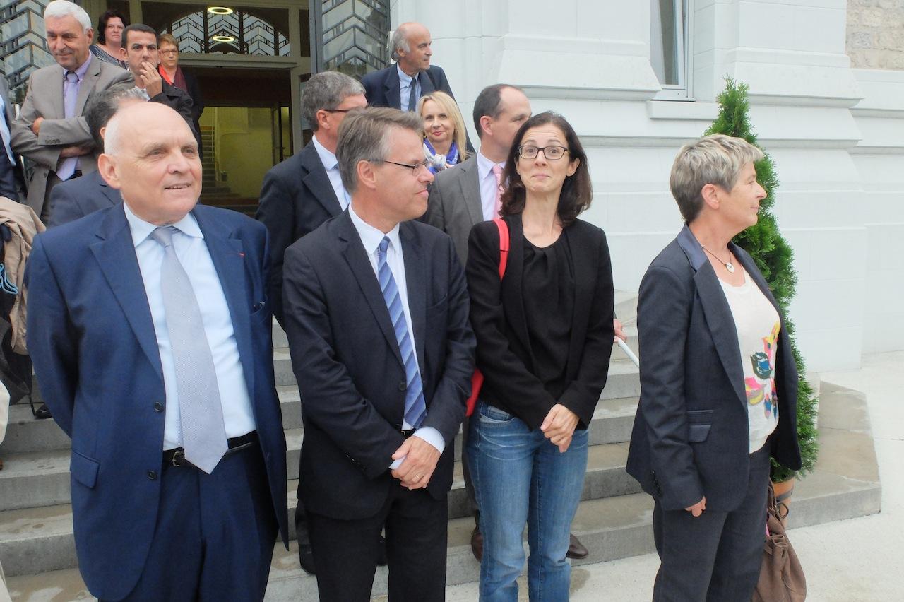 Barbara Romagnan au moment de l'arrivée de Manuel Valls à la Cité universitaire Canot, le 29 septembre à Besançon, entre la présidente de la Région Marie-Guite Dufay, le député EELV Eric Alauzet et le président du conseil général du Doubs Claude Jeannerot.