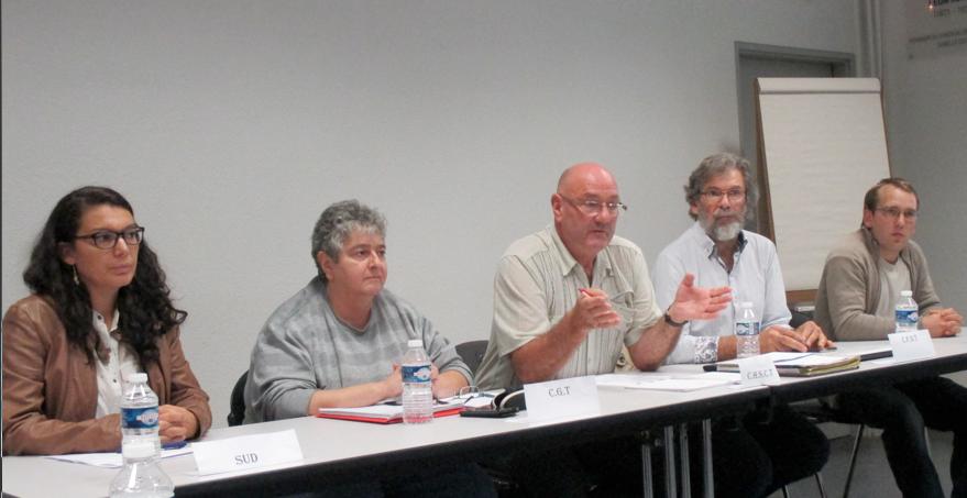 L'intersyndicale SUD-CGT-CFDT-FO entourant le secrétaire du CHSCT, Pascal Hudry, lors d'une conférence de presse, mardi 20 septembre. (Photo Jean-Michel Bessette)