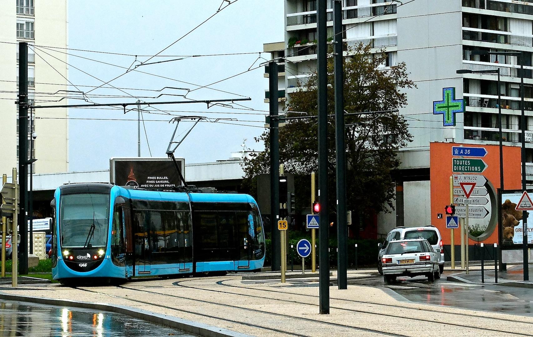 La réussite du tram ne peut cacher les problèmes des bus...