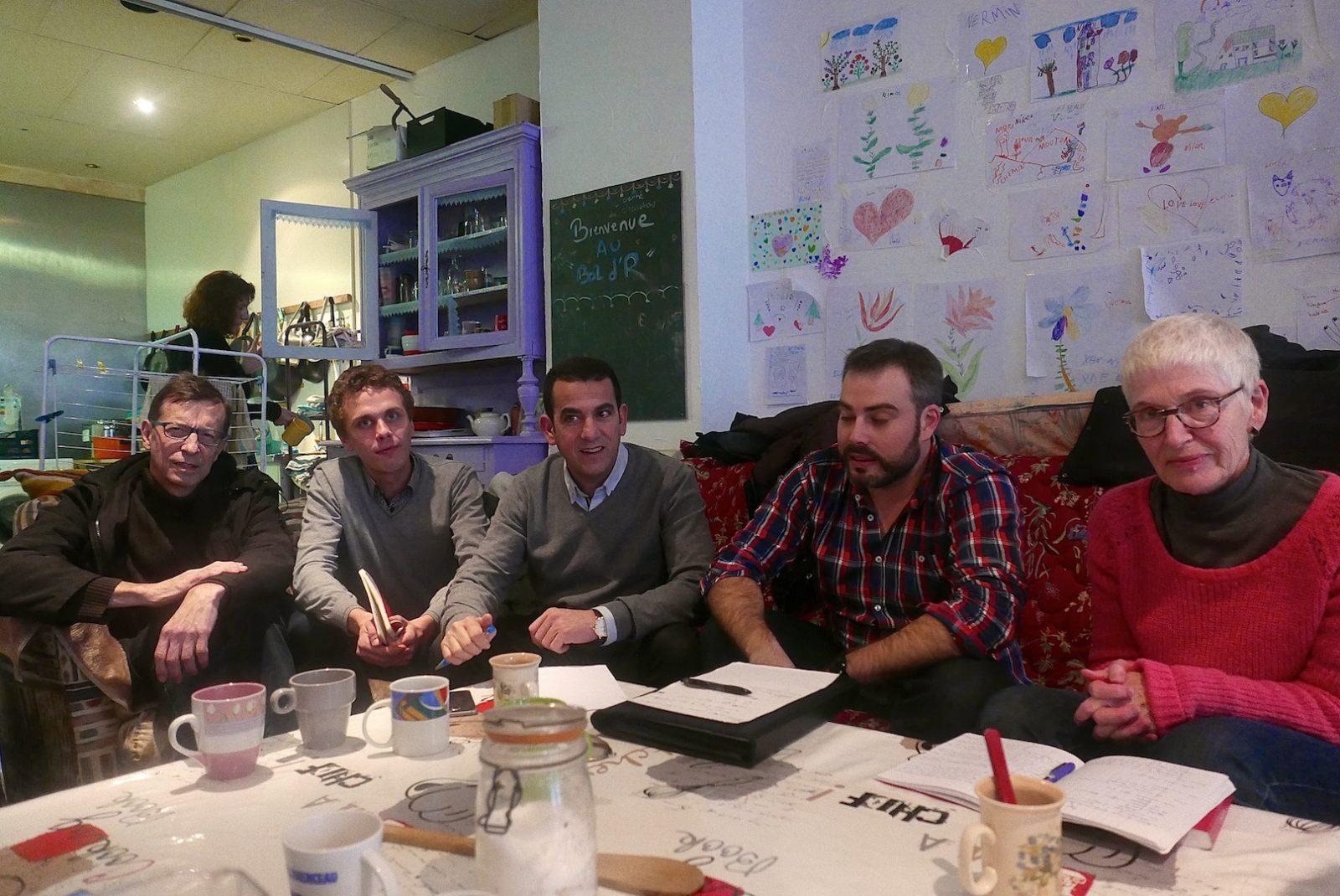 Thierry Lebaupin et Noëlle Ledeur encadrent Anthony Poulin (EELV), Abdel Ghezali (PS) et Thibaut Bize (PCF) au début d'une rencontre de plus d'une heure et demi. (Photos Daniel Bordur)