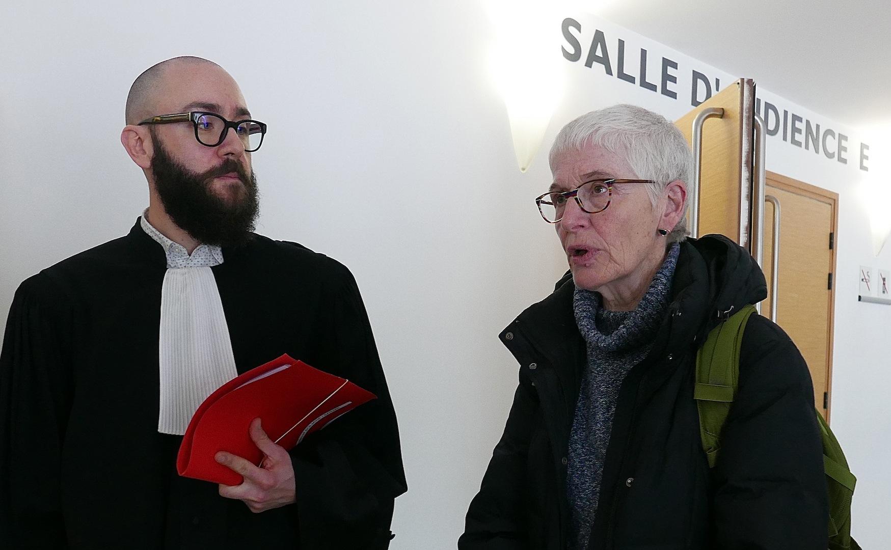 Me Fabien Stucklé, l'avocat de Sol-Mi-Ré, et Noëlle Ledeur, au sortir de l'audience. (Photos Daniel Bordur)
