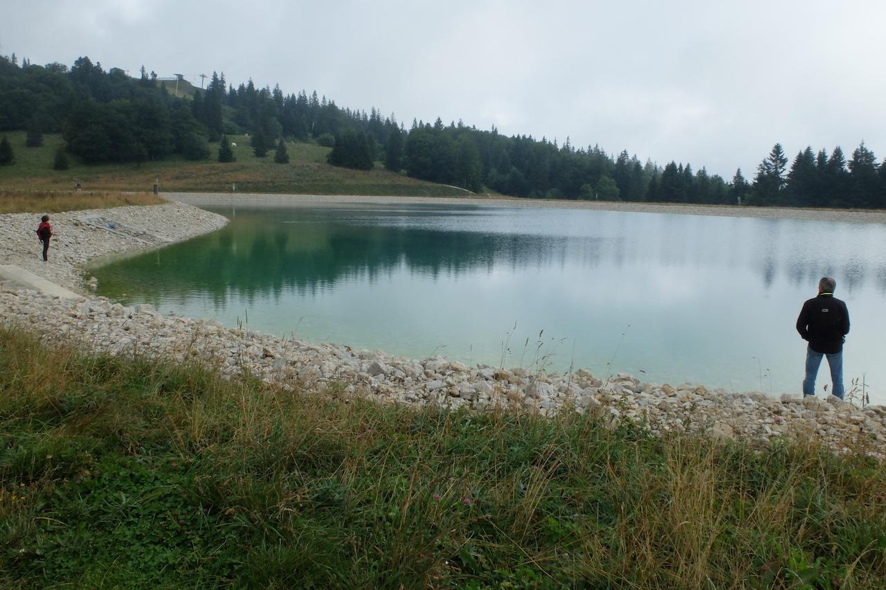 Lac artificiel pour stocker l'eau des canons à neige sur le Mont d'Or (archives Daniel Bordur)
