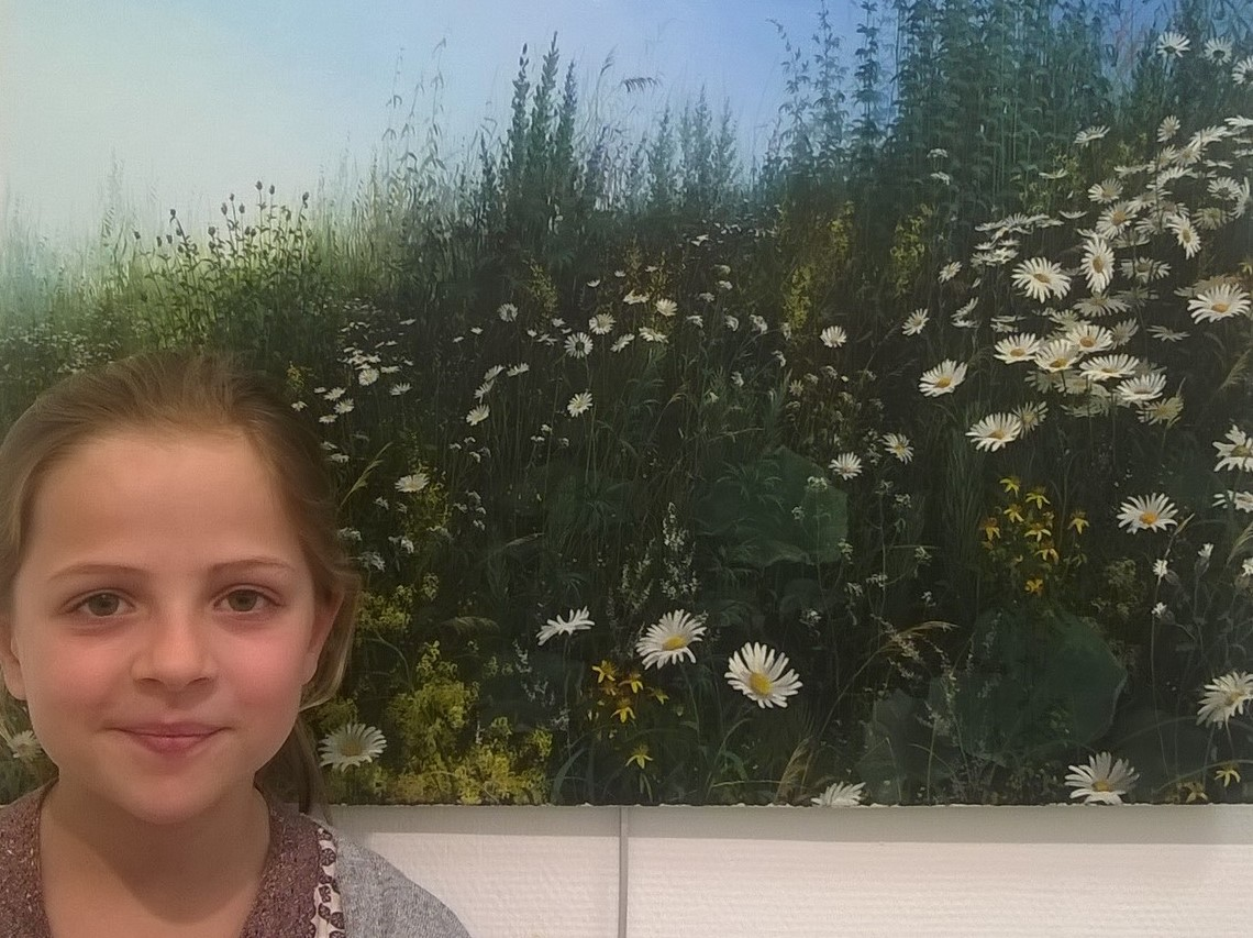 Adélie, dix ans, est restée bouche-bée devant ce tableau de Vladimir Anishchenko.