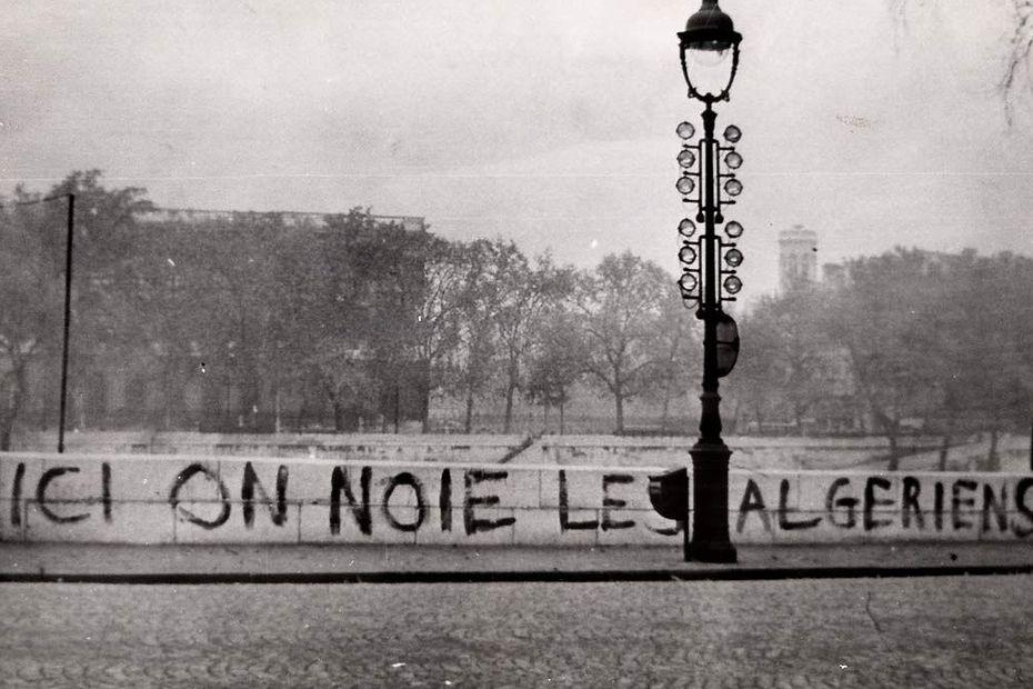 Le 17 octobre 1961, les forces de police jettent à la Seine de nombreux Algériens, lors d'une manifestation pacifique organisée par le FLN. • © Photo Jean Texier /Mémoires d'Humanité - Archives départementales de la Seine-Saint-Denis